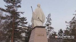 Памятник Естаю Беркимбаеву готовят к официальному открытию