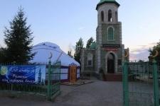 Павлодарский бизнесмен установил на территории мечети двенадцатикрылую юрту