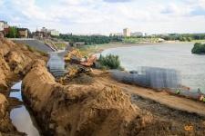Строители павлодарской набережной попросили акима области разрешить им возить щебень с перегрузом