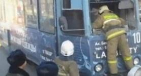 В центре Павлодара загорелся трамвай