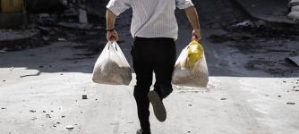 Мужчина ограбил односельчанина и попытался сбежать на попутке с украденными продуктами