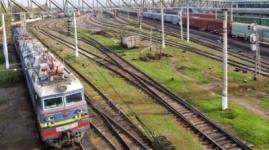 Молодой человек погиб под колесами поезда