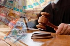 «Отблагодарившего» госслужащего павлодарца оштрафовали почти на тысячу долларов