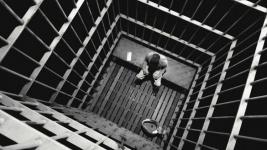 Подозреваемый в изнасиловании восьмиклассницы покончил с собой в СИЗО Павлодара