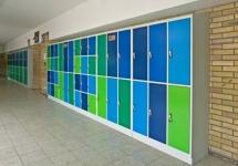 В Павлодаре решили установить в школах специальные сейфы для телефонов учеников