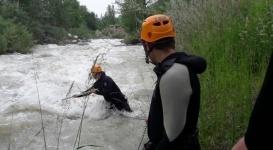 В Алматы нашли тело упавшего в реку ребенка