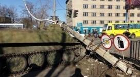 Украинские военные на бронемашине сбили насмерть 8-летнюю девочку