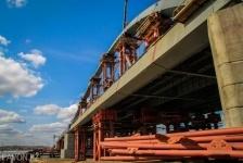 Павлодарские спасатели ищут маляра, упавшего в Иртыш с нового моста