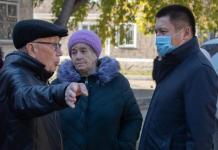 Асаин Байханов посетил пятиэтажку, жильцы которой жаловались на некачественный капремонт по госпрограмме
