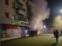 В Аксуиз-за пожара в торговом домеэвакуировали 30 человек
