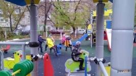 В Павлодаре установили десять новых детских площадок на территории школ