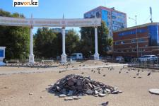 Акимат Павлодара и подрядчики не могут договориться, когда завершать работы на Площади госсимволов