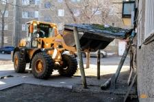 До конца летнего периода в Павлодаре снесут порядка 100 аварийных козырьков