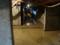В Павлодаре подвал новостройки затопило канализационными стоками