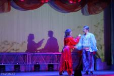 Ромео и Джульетта в багрово-голубых тонах