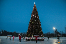 В Павлодаре прошли спортивные предновогодние состязания конькобежцев
