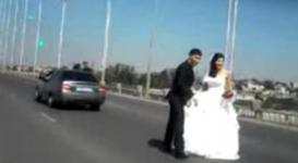 Свадебный кортеж устроил беспредел на мосту в Семее