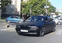 """В Павлодаре наказали владельца машины, которому """"помогал"""" рулить пятилетний ребенок"""