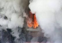 В Аксу жители двух квартир отравились угарным газом из-за пожара у соседей