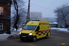 Павлодарские врачи несли пациента с инфарктом два километра по заснеженной дороге