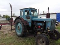 Пьяный сельчанин гонял по степи на своем тракторе
