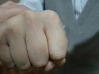 В Караганде подростки избили пенсионеров