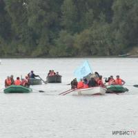Павлодарские активисты собрали мусор во время сплава по Иртышу