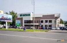 В Павлодаре семейная ссора закончилась разбитым стеклом в Сбербанке