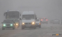 Свыше 300 машин застряли на автодорогах Павлодарской области