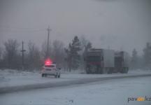 Полицейские Павлодарской области рассказали, как в морозные выходные спасали застрявших на дорогах водителей