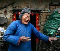 Природа подарила 107-летней китаянке 2 новых зуба
