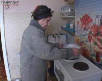 Жильцы павлодарской двухэтажки моются талой водой