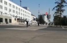 Павлодарец пытался привлечь подписчиков в свой аккаунт, сделав сальто на проезжей части в центре города