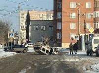 В Павлодаре в результате ДТП перевернулась машина