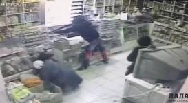 Двое парней ворвались в магазин и начали стрелять по посетителям в Жанаозене