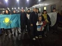 Павлодарских параолимпийцев торжественно встретили на вокзале Павлодара