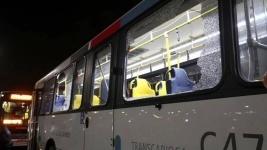 В Рио-де-Жанейро обстреляли автобус с журналистами (фото)