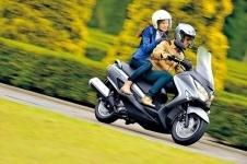 Водители  скутеров должные иметь водительское удостоверение
