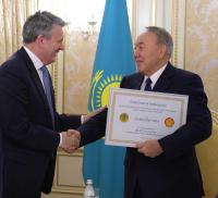 25 тысяч тюльпанов подарили в честь юбилея Независимости Нурсултану Назарбаеву