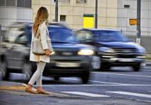 Павлодарка попала под колеса авто на пешеходном переходе
