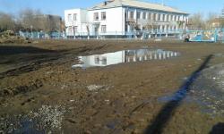 В Павлодаре детский сад тонет в грязи