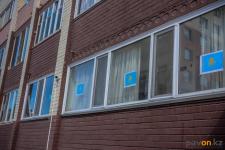 Украсить к празднику свои окна и балконы государственным флагом предлагают павлодарцам