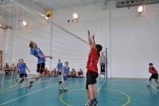 В Павлодаре победители футбольного и волейбольного турнировполучатсиловые тренажеры