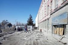 Работы по обновлению фасада областной библиотеки в Павлодаре идут полным ходом
