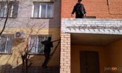 Павлодарским КСК показали, как правильно бороться с сосульками и наледью