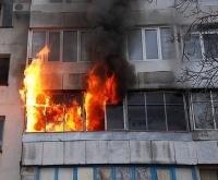 В Павлодаре пожарные эвакуировали с балкона 10 человек