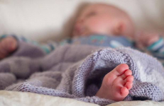 Полицейские спасли пятимесячного малыша из алкопритона в Павлодарской области