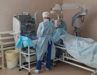 Павлодарские врачи провели уникальную операцию и спасли пожилому павлодарцу зрение