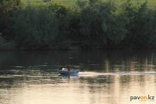 В Экибастузе пьяный мужчина пошел купаться с ребенком и утонул