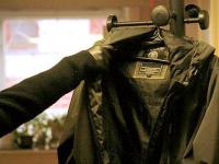 В Павлодарской области зашедший на чай молодой человек украл из дома пенсионерки одежду